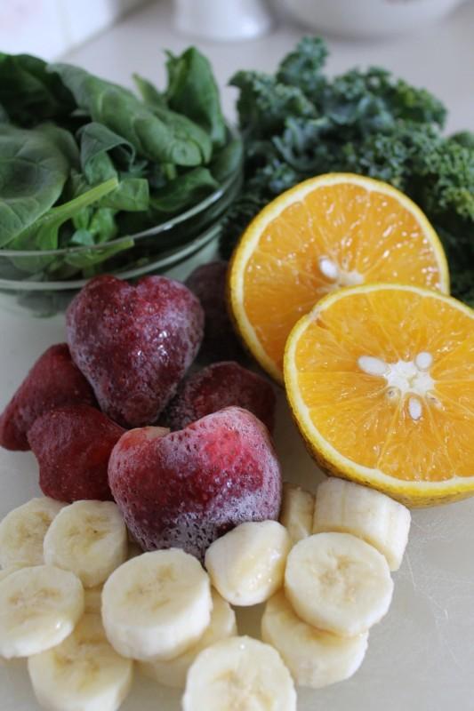 grüner smoothie für einsteiger mit erdbeeren ananas