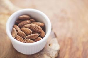eiweißreiche lebensmittel gesunde ernährung abnehmen ernährungsberatung grüne smoothies basische ernährung nüsse